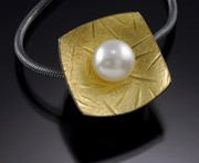 Square bead with pearl