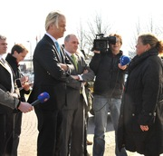 Wilders bij snackbar De Sport