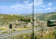 Sullo sfondo Ibla