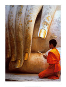Praying at the hand of Buddah