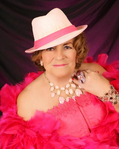 robbie%20glamourshot%20in%20pink%20with%20hat
