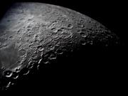 Närbild av månens södra halva