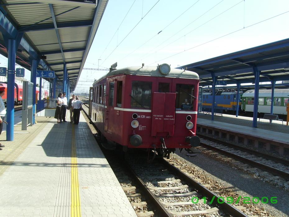"""Ausflugszug """"Hurvínek"""" im Bahnhof Břeclav"""