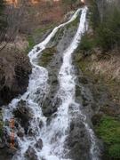 Kofa, pisilő vízesés, forrás