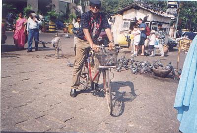 Cycling to Gateway of India (2002), cat amongst the pigeons