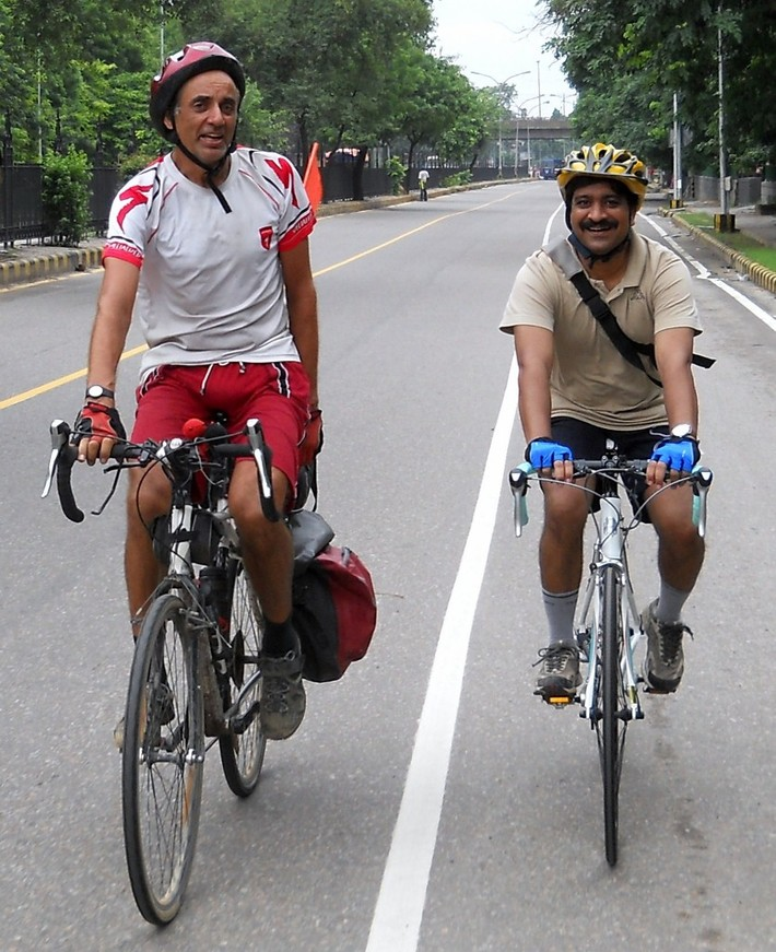 Biking India - Gurgaon to Sadar Bazaar 007 (835x1024)