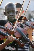 Diego, seu violino e sua imensa tristeza quando da morte do criador do grupo que o acolheu.