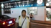 Fabian Zapata-Frente a la Tienda Comercio Justo y Orgánico en Chanchamayo