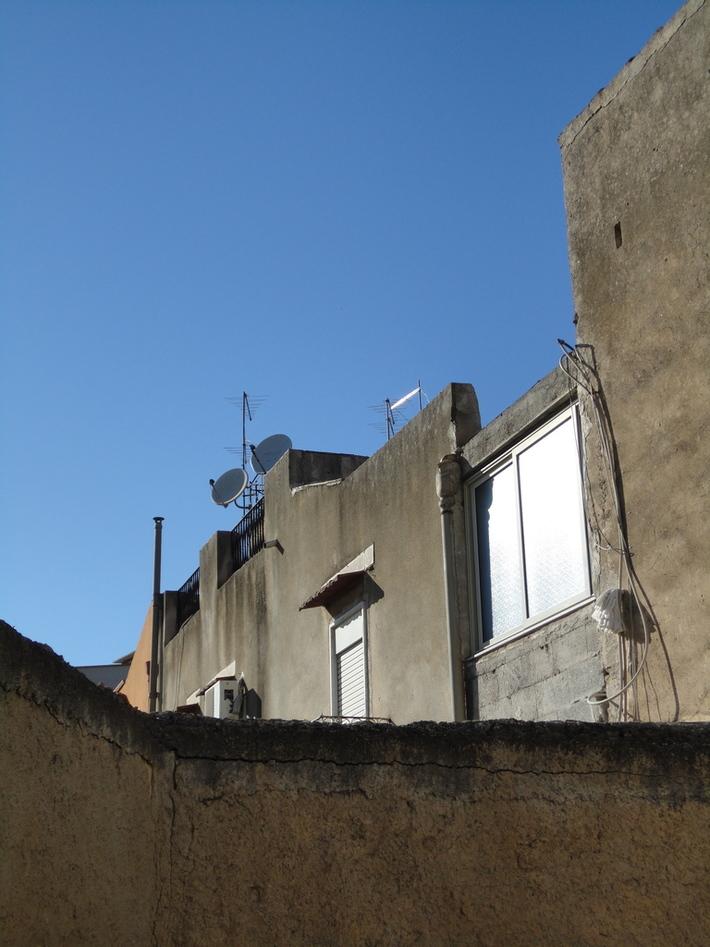 """""""E là, più o meno dove ci sono le parabole, c'era l'edificio con i bagni arabi"""""""