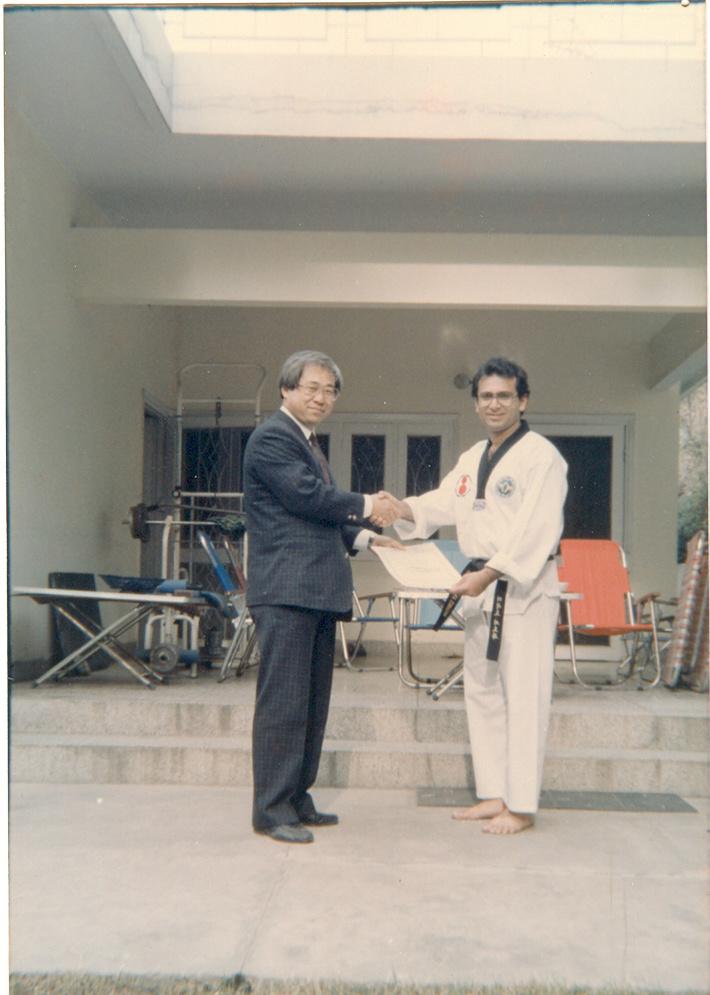 GM J.H.Won Presenting Kukkiwon certificate to Master Zubairi in 1991.