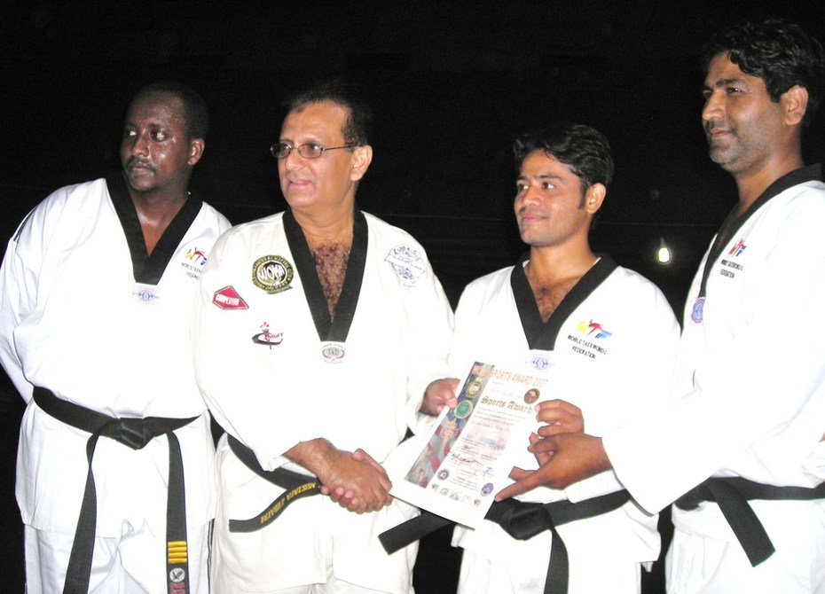 GM Zubairi award sports certificate to Abid