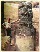 Le-Moai-au-bateau-Volcan-Rano-Raraku-Rapa-Nui-ile-de-Paques-Chili