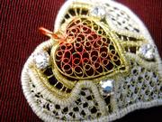 """Cuore Biancaneve"" - Mia Dvorak lace art and design"