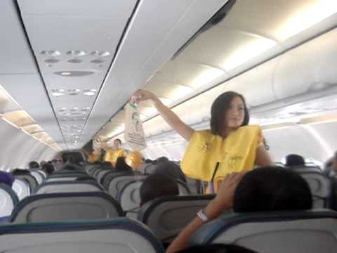 Cebu Pacific FAs dancing - Gets attention of bored public!