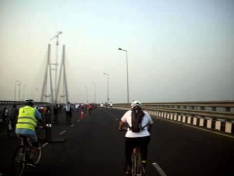 Cyclists on 'Bandra-Worli Sealink' in 'Mumbai Cyclothon-2011'.avi
