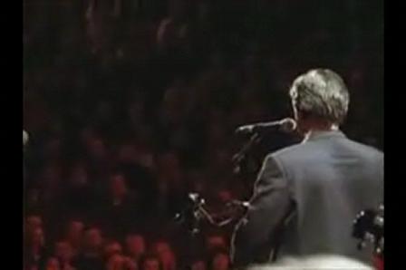 Something - Paul  Mccartney no cavaquinho  e Eric  Clapton
