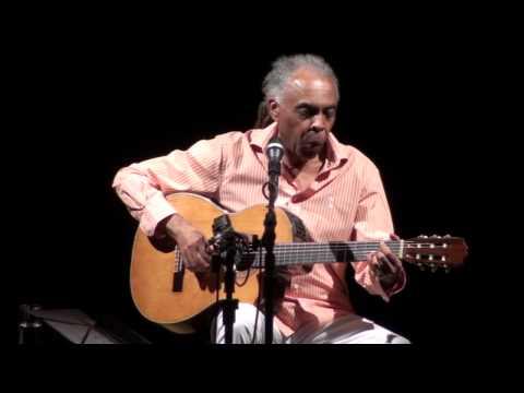 """Gilberto Gil levou o Grammy Latino de """"Melhor Álbum de Música Popular Brasileira"""", por """"Banda Dois"""", e """"Melhor Álbum de Músicas de Raízes Brasileiras"""", por """"Fé na festa."""