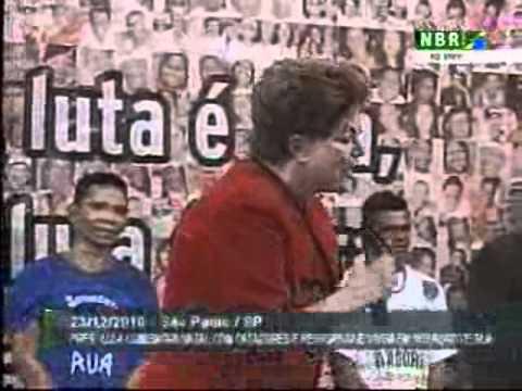 Dilma canta na comemoração de Natal dos catadores em São Paulo