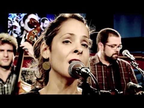 """Blubell canta """"Chalala"""" no Estúdio Showlivre"""