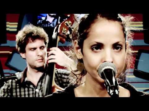 """Blubell canta """"My best"""" no Estúdio Showlivre"""