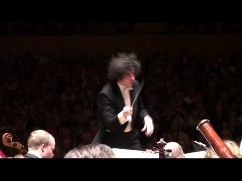 Gustavo Dudamel & Beethoven 5 - 1st movement