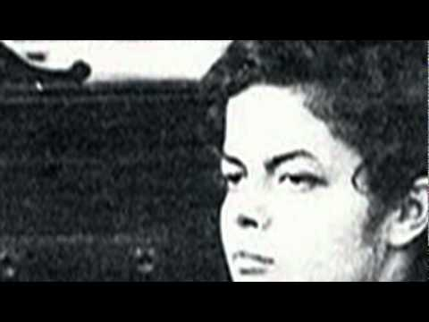 Dilma encara o inquisidor.