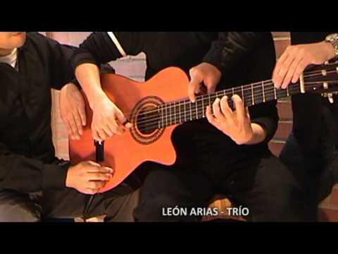 Um violão a seis mãos