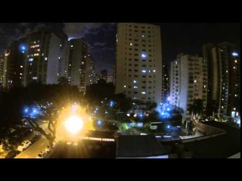 Claus Wahlers colocou uma câmera na janela de seu apartamento em Moema no dia 12 de junho. O resultado é este vídeo espetacular.