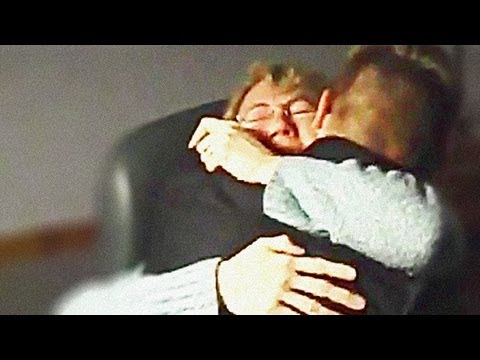 U.S. Airman Surprises His Mother on Thanksgiving Day 2012