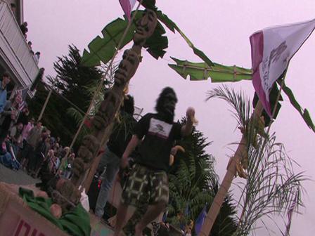 Gueriilas in the parade