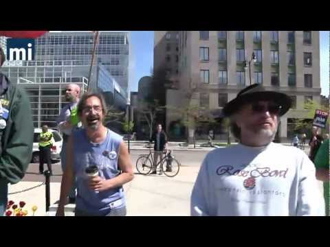 Protesters Mock National Anthem Before Start of Wis. Tea Party