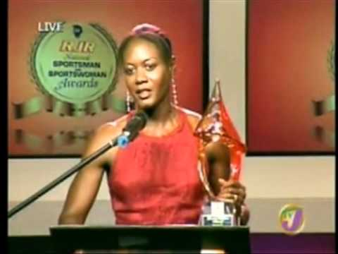 MERLENE OTTEY COLLECTS AWARD IN JAMAICA {SPORTS WOMAN OF THE YEAR}