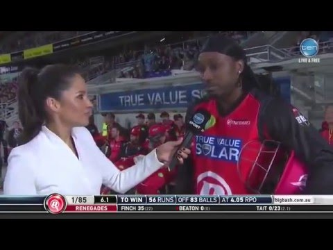 Chris Gayle Flirts With Reporter Mel McLaughlin During Live Interview in Big Bash League