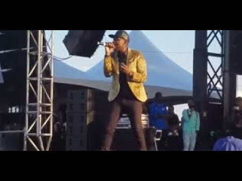Busy Signal Said if He Cant finish Performing then R Kelly cant either after he go cut short