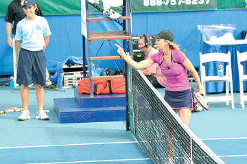Along the Avenues: Evert continues to score with tennis ...