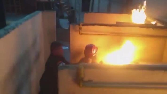 VIDEO VIRAL MUESTRA VIOLENCIA DE GENERO A UNA MUJER DURANTE ENTRENAMIENTO CON FUEGO REAL