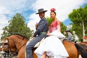 FERIA DE SEVILLA, desfile de carruajes, caballos y jinetes