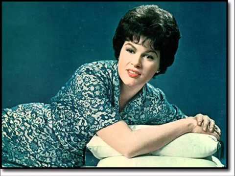 Patsy Cline - The Wayward Wind (lyrics)