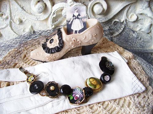 'Mona Lisa' Vintage Button Bracelet
