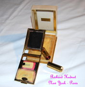 Footbridge Cove's Vintage Vanity Compact Collection