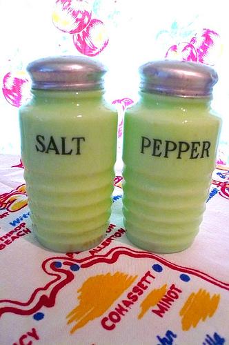 .Vintage Jadite Salt Pepper Set Beehive