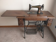 Sewing Machine w Cabinet