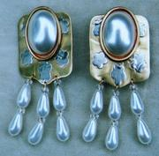 Charming 1980's Imitation Pearl Big Earrings