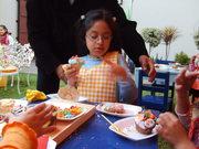 Fiesta Pucca. Decorando pastelitos