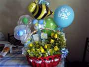 arreglo de flores y globos