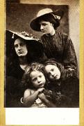 Julia Margaret Cameron: Summer Days (May Prinsep, Freddy Gould, Lizzie Koewen, Mary Ryan).
