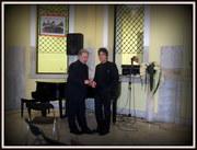 Με τόν αγαπητό Πρόεδρο της Λέσχης Φίλων Μουσικής δεκαετίας  60-70-80 Πέτρο Καντιάνη  στο τέλος της όμορφης βραδιάς στη Δημοτική Πινακοθήκη Πειραιά