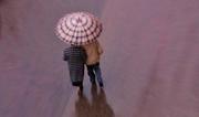 passeggiando sotto la pioggia