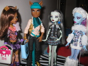 Abbey, Clawd, Frankie, and Clawdeen shopping for Draculaura