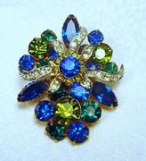 Vintage rhinestone brooch blue & green prong-set stones